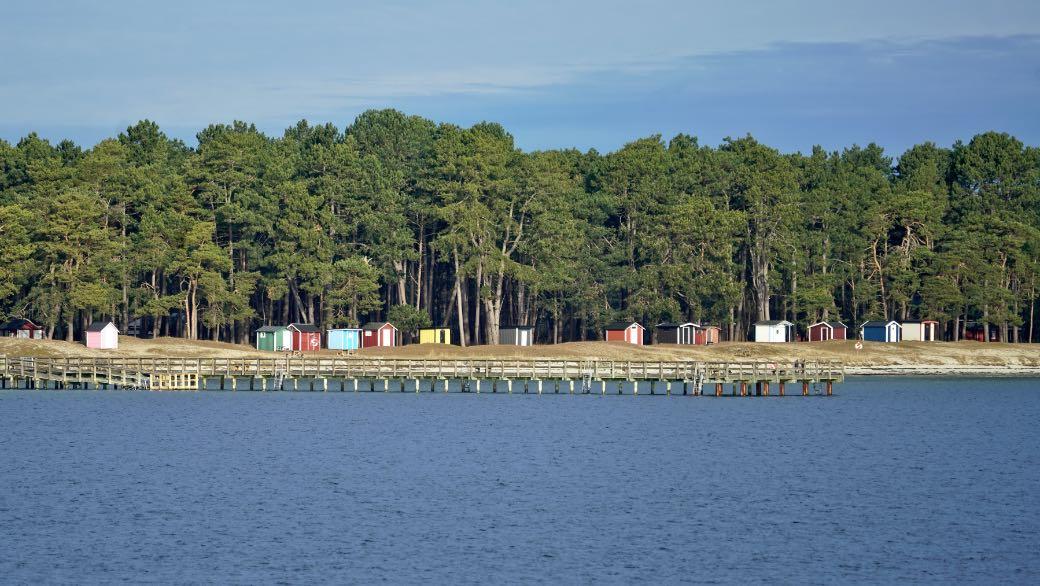 Badhytter och brygga vid stranden Täppet i Åhus i Kristianstad kommun.